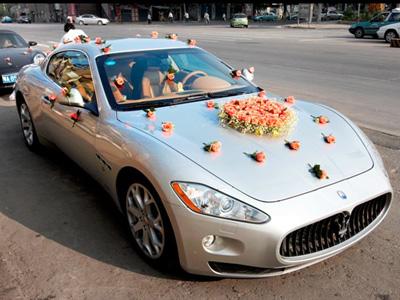 婚车扎花图片